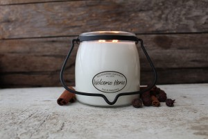 Milkhouse Candles WELCOME HOME Świeca Średnia