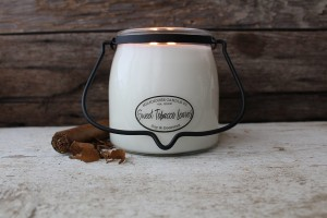Milkhouse Candles SWEET TOBACCO LEAVES Świeca Średnia